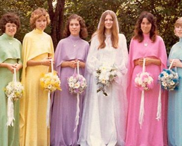 30 Ridiculous Vintage Bridesmaids Dresses That Show How Much Time Has Changed