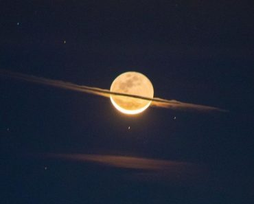 Photographer Captured Once-In-Lifetime Shot Of The Moon Dressed As Saturn